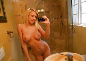 Chick takes nude selfies with bliss to upload digital still in the www